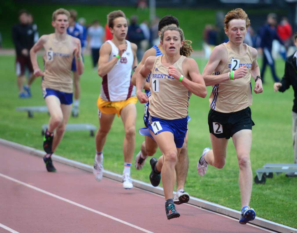 Brentwood's Brody Hasty (1) leads the pack in the 1600 meters